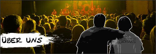 Über uns: Moderatoren beobachten ein Hip Hop Konzert aus der Menge